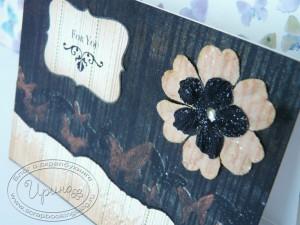 Цветок с блестками, в середине жидкий жемчуг