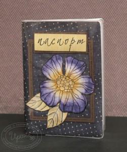 Обложка для паспорта из темно-синей бумаги в горошек