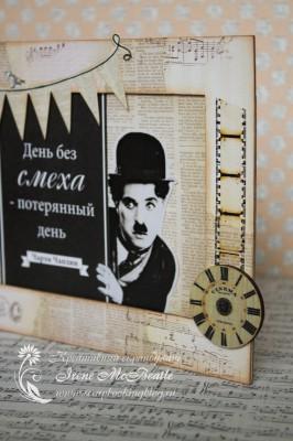 Кинопленка и часы на рамке