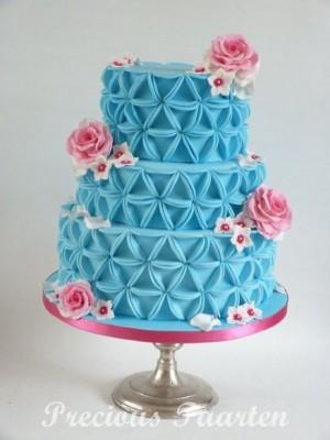 Торт с треугольным рисунком