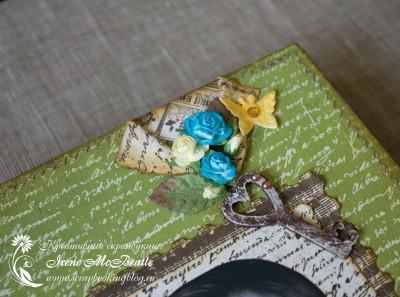Цветы и ключик на обложке альбома