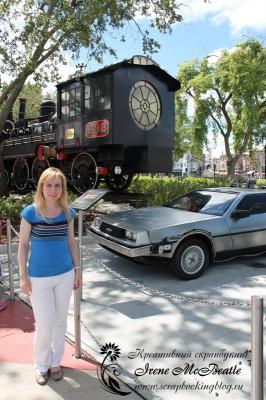 Машина из Назад в будущее в парке Universal в Орландо