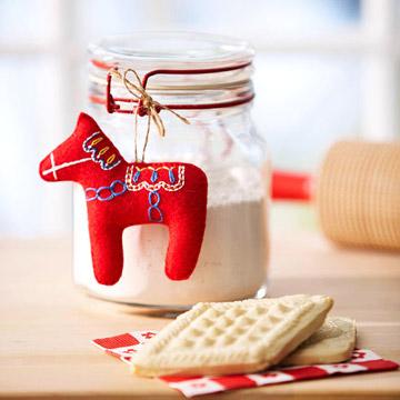Елочная игрушка в форме лошадки