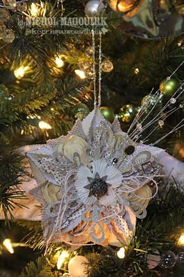 Декоративное украшение из бумаги