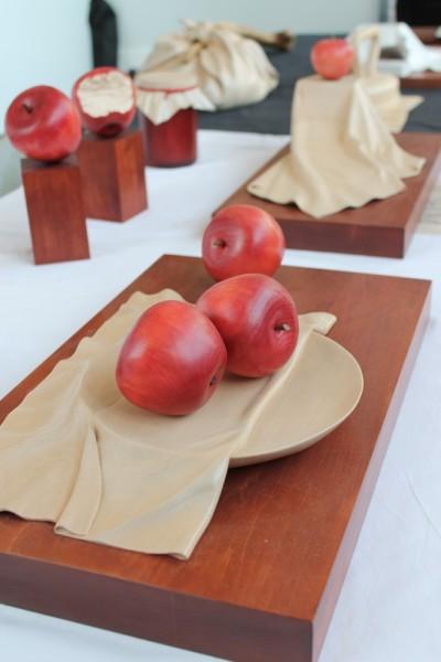 Фото с выставки Формула рукоделия (Москва, осень 2015) - яблоки из дерева