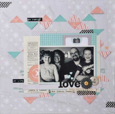 Страница с семейным фото и треугольниками