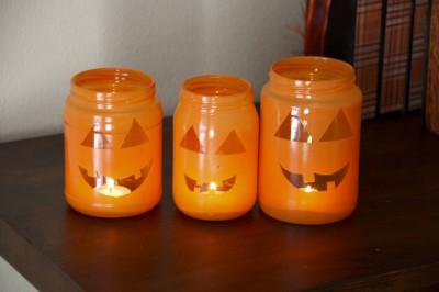 Декор для хеллоуина: фонарики-тыквы из банок